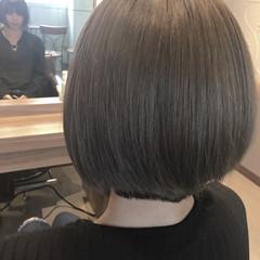 外国人風 ダブルカラー ショート スモーキーアッシュ ヘアスタイルや髪型の写真・画像