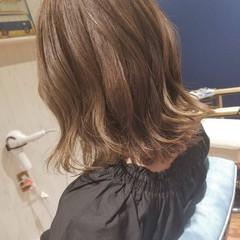 グレージュ イルミナカラー フェミニン 透明感 ヘアスタイルや髪型の写真・画像