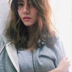 前髪あり ニュアンス ナチュラル パーマ ヘアスタイルや髪型の写真・画像