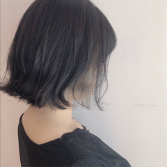 ブラントカット ボブ ナチュラル グレー ヘアスタイルや髪型の写真・画像