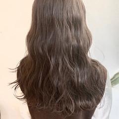 ロング ナチュラル ブラウンベージュ アッシュベージュ ヘアスタイルや髪型の写真・画像