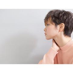 インナーカラー ショートヘア パーマ モード ヘアスタイルや髪型の写真・画像