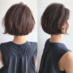 ショートボブ 切りっぱなしボブ ショートヘア フェミニン ヘアスタイルや髪型の写真・画像