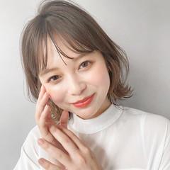 ミディアム シースルーバング デジタルパーマ インナーカラー ヘアスタイルや髪型の写真・画像