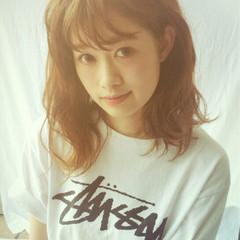 ミディアム ピュア アッシュ ハイライト ヘアスタイルや髪型の写真・画像