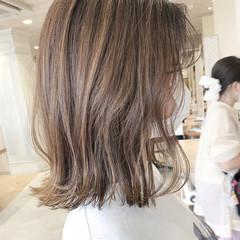 極細ハイライト アンニュイほつれヘア ハイライト ミディアム ヘアスタイルや髪型の写真・画像