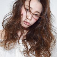 グラデーションカラー パーマ セミロング ゆるふわ ヘアスタイルや髪型の写真・画像