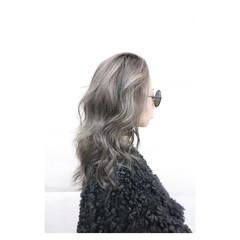 外国人風 ハイトーン 暗髪 グレージュ ヘアスタイルや髪型の写真・画像