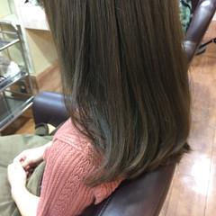 セミロング アッシュベージュ マット ガーリー ヘアスタイルや髪型の写真・画像