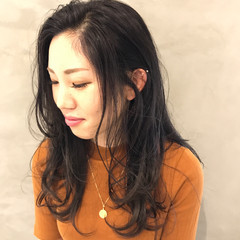 ナチュラル ロング レイヤーカット ヘアスタイルや髪型の写真・画像