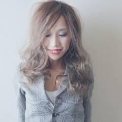 ストリート 透明感 セミロング グレー ヘアスタイルや髪型の写真・画像