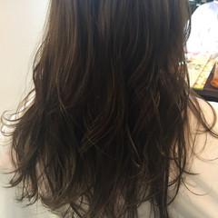 フェミニン カール ロング グレージュ ヘアスタイルや髪型の写真・画像