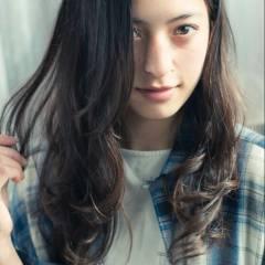 外国人風 暗髪 ロング ウェーブ ヘアスタイルや髪型の写真・画像