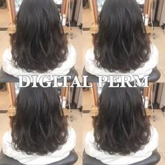 デジタルパーマ オフィス ミディアム パーマ ヘアスタイルや髪型の写真・画像