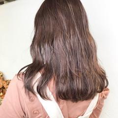 フェミニン アッシュバイオレット セミロング バイオレットカラー ヘアスタイルや髪型の写真・画像