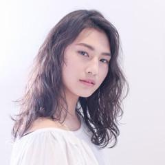 黒髪 パーマ 暗髪 外国人風 ヘアスタイルや髪型の写真・画像