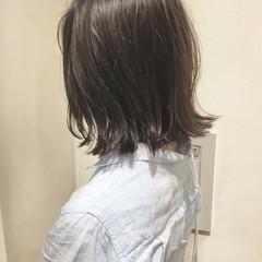 ボブ 外ハネ グレージュ 切りっぱなし ヘアスタイルや髪型の写真・画像