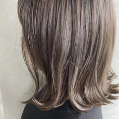 ナチュラル ブリーチ必須 グレージュ ボブ ヘアスタイルや髪型の写真・画像
