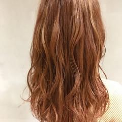 ハイライト オレンジ ウェーブ アンニュイ ヘアスタイルや髪型の写真・画像