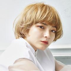 大人ショート ミニボブ ハイトーンカラー ナチュラル ヘアスタイルや髪型の写真・画像