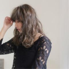 アンニュイ ウェーブ 外国人風 アッシュ ヘアスタイルや髪型の写真・画像