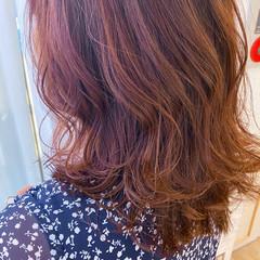 ナチュラル ミディアムレイヤー ピンク ミディアム ヘアスタイルや髪型の写真・画像