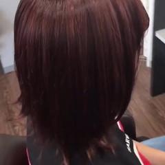 セミロング ベリーピンク ピンク ブリーチ ヘアスタイルや髪型の写真・画像