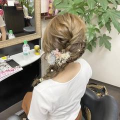 ミルクティーベージュ 編み込みヘア ナチュラル ヘアアレンジ ヘアスタイルや髪型の写真・画像