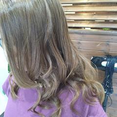 アッシュ ミルクティー 外国人風 ロング ヘアスタイルや髪型の写真・画像