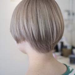 シルバー ブリーチ モード ホワイト ヘアスタイルや髪型の写真・画像