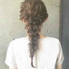 編み込み 夏 ロング ナチュラル ヘアスタイルや髪型の写真・画像