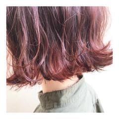 ガーリー ミニボブ 赤髪 切りっぱなしボブ ヘアスタイルや髪型の写真・画像