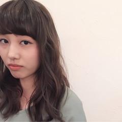 くせ毛風 ミディアム ピュア ハイライト ヘアスタイルや髪型の写真・画像