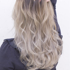セミロング ブラウン グラデーションカラー ストリート ヘアスタイルや髪型の写真・画像