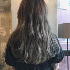 ウェーブ ミディアム ナチュラル アッシュ ヘアスタイルや髪型の写真・画像