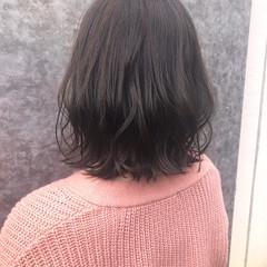 ナチュラル アンニュイほつれヘア ミディアム 波ウェーブ ヘアスタイルや髪型の写真・画像