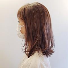 レイヤーヘアー ミディアムレイヤー ナチュラル セミロング ヘアスタイルや髪型の写真・画像
