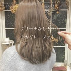 ロング ミルクティーベージュ ナチュラル ブリーチなし ヘアスタイルや髪型の写真・画像