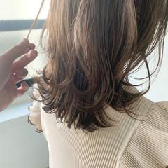 パーティ フェミニン ミディアムレイヤー アンニュイほつれヘア ヘアスタイルや髪型の写真・画像