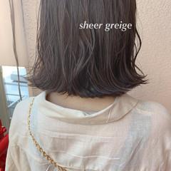 大人可愛い ミルクティーベージュ 透明感カラー シアーベージュ ヘアスタイルや髪型の写真・画像
