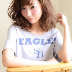 ミディアム 前髪あり ワイドバング ナチュラル ヘアスタイルや髪型の写真・画像