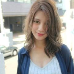 ミディアム ハイライト ヌーディーベージュ ストリート ヘアスタイルや髪型の写真・画像