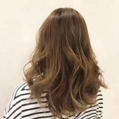 イルミナカラー ロング ナチュラル 巻き髪 ヘアスタイルや髪型の写真・画像