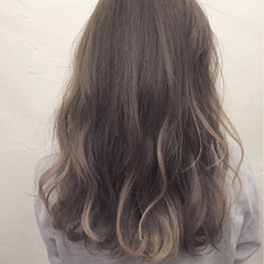アッシュ ミディアム ナチュラル ハイライト ヘアスタイルや髪型の写真・画像