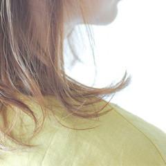 ベージュ ミルクティーベージュ セミロング ブラウンベージュ ヘアスタイルや髪型の写真・画像