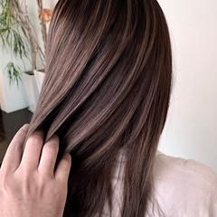 ミディアム ナチュラル メッシュ ブリーチカラー ヘアスタイルや髪型の写真・画像