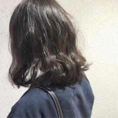 ベージュ カーキ 冬 ミディアム ヘアスタイルや髪型の写真・画像