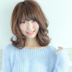 フェミニン ナチュラル 前髪あり ハイライト ヘアスタイルや髪型の写真・画像