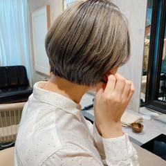 フェミニン ミニボブ グレージュ 大人かわいい ヘアスタイルや髪型の写真・画像