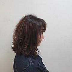 ミディアム インナーカラー ブリーチ ピンク ヘアスタイルや髪型の写真・画像